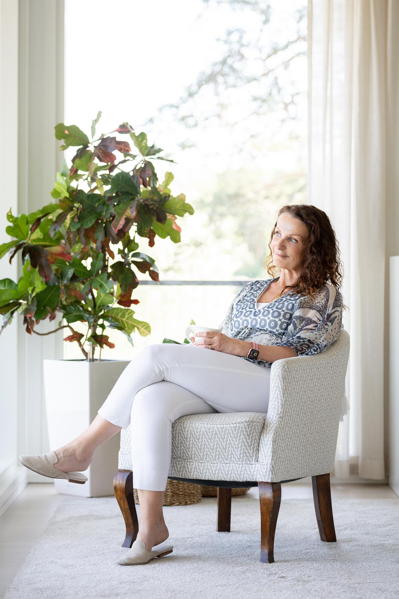 Johanna Willberg asuu miehen ja kolmen koiran kanssa Naantalissa.